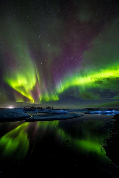 IJsbergen en noorderlicht: Jökulsárlón (IJsland) van Prachtt