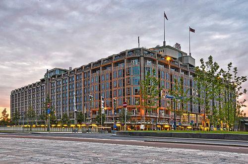 Groot Handelsgebouw Rotterdam bij avond van
