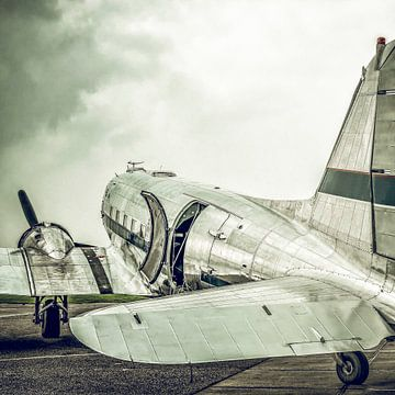 Douglas DC-3 propellervliegtuig met vintage retro look van