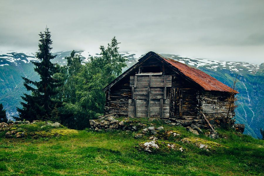 Oude schuur in de buurt van Aurland, Noorwegen
