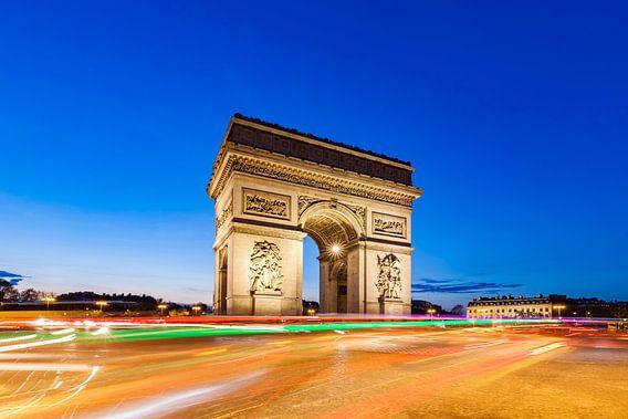 Traffic round Arc de Triumphe triumphal arch in Paris at night