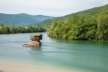 Servië huisje in de rivier van Frank Peters