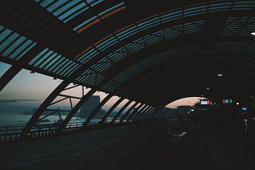 Amsterdam Centraal (Bus) Station bij zonsopgang sur Lars van 't Hoog