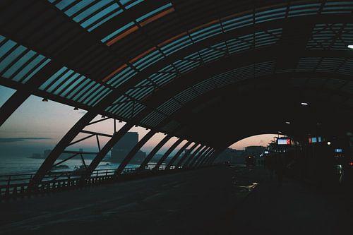 Amsterdam Centraal (Bus) Station bij zonsopgang van