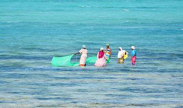 locals aan het vissen in Zanzibar von Mieke Verkennis