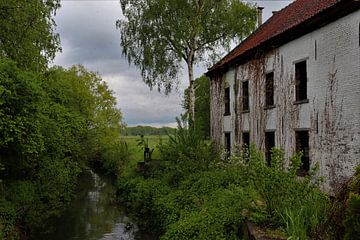 Bellemolen verlaten hoeve aan de Bellebeek Pajottenland von Deborah Blanc
