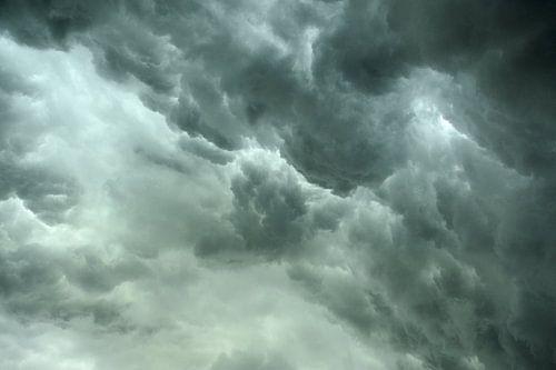 Dreigende onweerslucht van Merijn van der Vliet