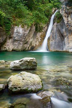 Wasserfall im Wald von Mark Bolijn