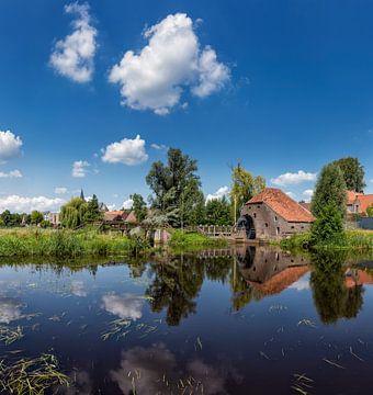 Friedessemolen, Wasserrad Mühle auf dem Fluss Neer, Neer, Limburg, Holland, Niederlande von Rene van der Meer