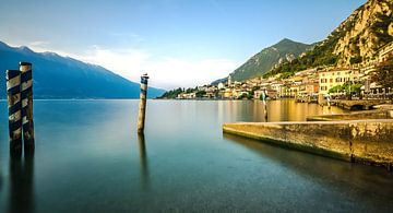 Le lac de Garde à Limone sul Garda en Italie sur Erik Borst