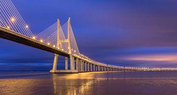 Vasco Da Gama brug in Portugal van Adelheid Smitt
