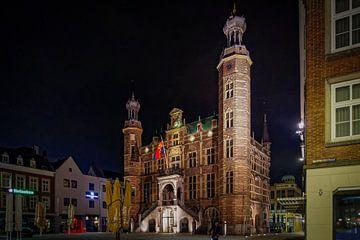 Venlo | Abendansicht des Rathauses von Jos Saris