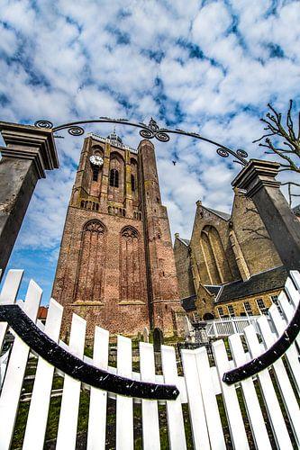 De kerktoren in het centrum van Workum, Friesland. van Harrie Muis