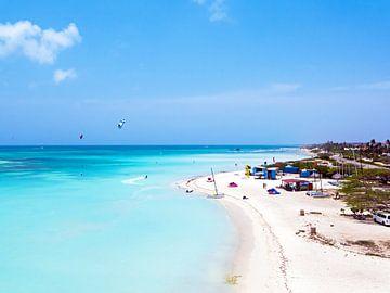 Aerial bij Fisherman Huts op Aruba in de Caribbean van Nisangha Masselink