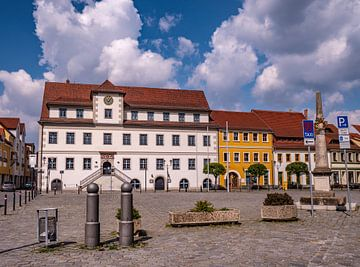 Rathaus mit Markt in Hoyerswerda in Sachsen von Animaflora PicsStock