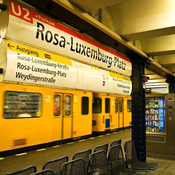 Tube Station U2 - Rosa-Luxemburg-Place van Silva Wischeropp