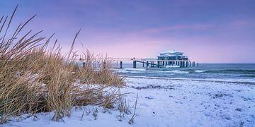 Winter op het strand van Timmendorf van Voss Fine Art Fotografie