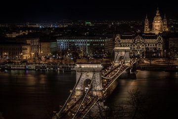 Chain Bridge Budapest van Mario Calma
