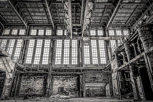 ramen en ketels in een verlaten electriciteitscentrale