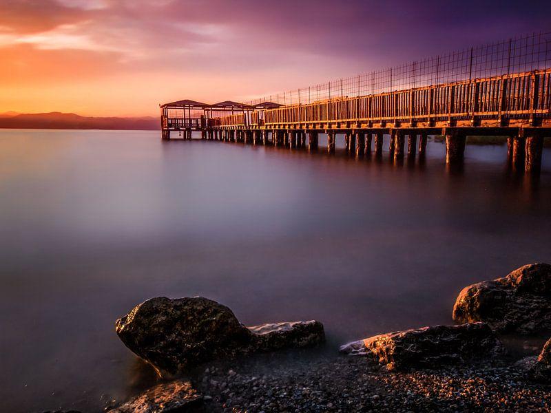 Pier bij zonsondergang van Joey Hohage