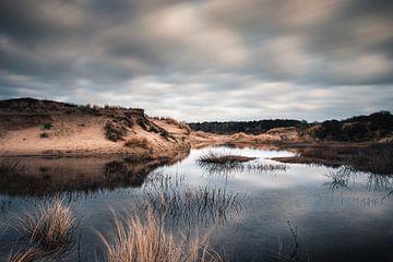 Miroir des nuages dans les dunes de Wassenaar sur Arthur Scheltes
