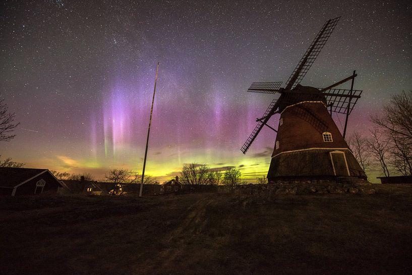 Nordlicht mit Windmühle von Marc Hollenberg