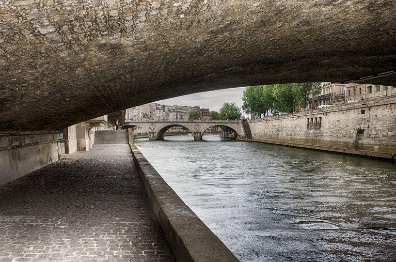 Unter der Brücke in Paris von Mark Bolijn