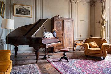 piano in een verlaten kasteel van Kristof Ven