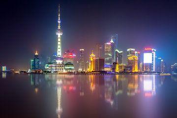 La ligne d'horizon de Shanghai par nuit sur Marcel Samson