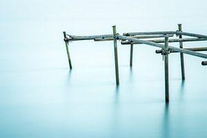 Old broken jetty in the river von