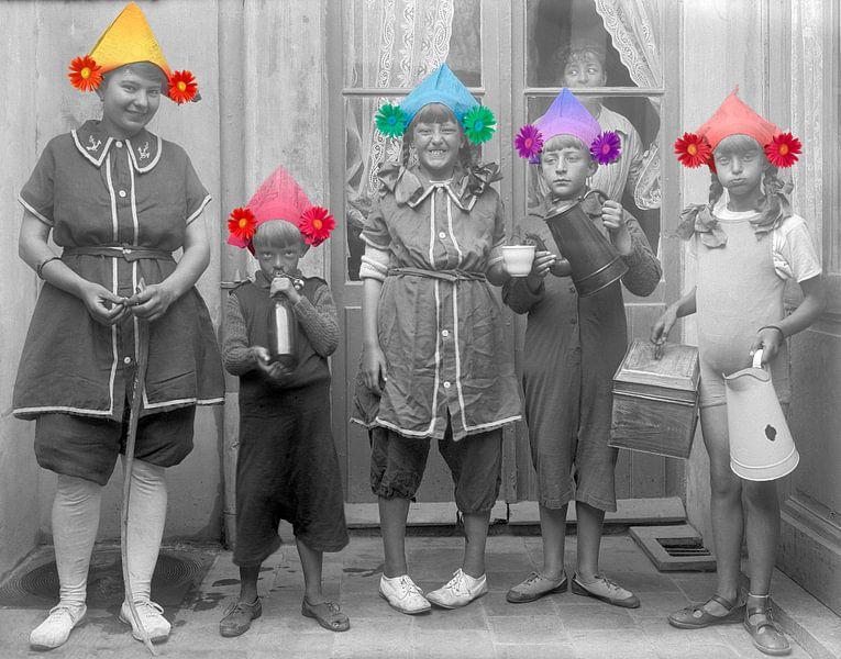 Kleine boefjes 1910 van Timeview Vintage Images