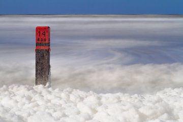 Strandpaal 14 op het strand van Ameland van Sanneke Kortbeek