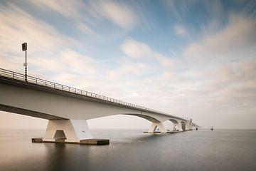 Uferdamm-Brücke von Johanna Blankenstein