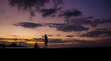 Malecon - Havana - Cuba - zonsondergang - aan het vissen van Annemarie Winkelhagen