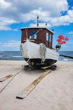 Ein Fischerboot in Koserow auf der Insel Usedom von Rico Ködder