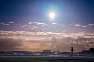Der Flughafen Rotterdam im Morgennebel