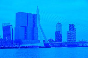 Rotterdam - Erasmusbrug en omgeving - in blauwe tinten van Ineke Duijzer