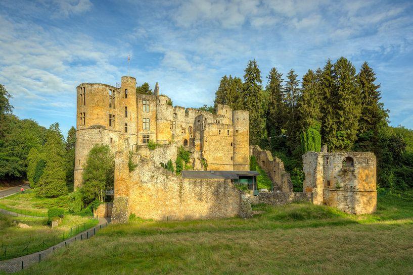Beaufort Castle in Luxemburg van Michael Valjak