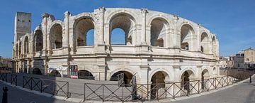 Façade de l'amphithéâtre d'Arles, Provence, France sur Maarten Hoek
