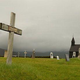 Het beroemde zwarte kerkje in Budir, IJsland van Gonnie van de Schans