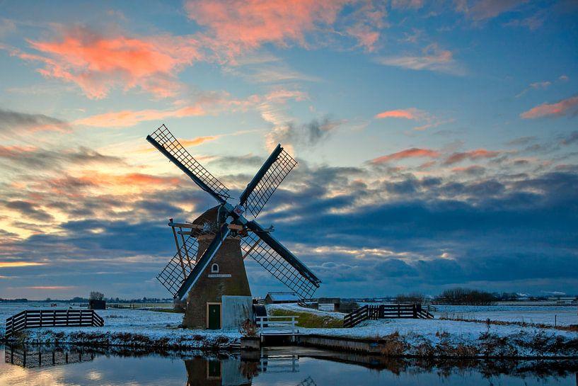 Windmolen in een winters landschap van eric van der eijk