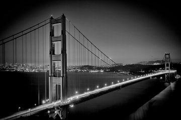 GOLDEN GATE BRIDGE bei Nacht | Monochrom  von Melanie Viola