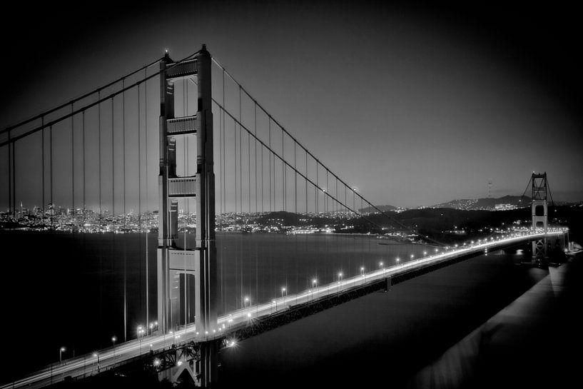 GOLDEN GATE BRIDGE at Night | monochroom van Melanie Viola