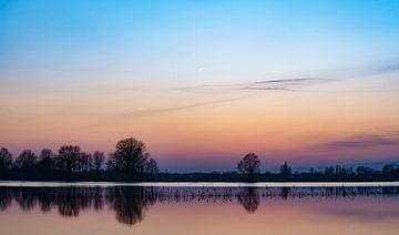 een rustige avond aan de IJssel van Michel Knikker