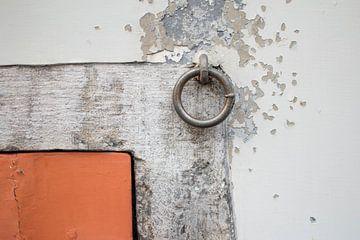 Reisfotorgafie in België, gekleurde muur van Lisanne Koopmans