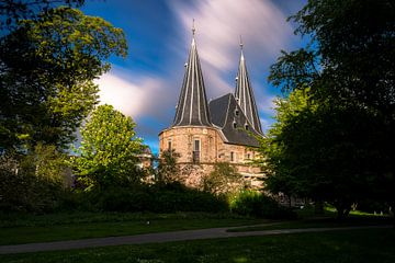 Une des trois anciennes portes de la ville de Kampen aux Pays-Bas sur Fotografiecor .nl