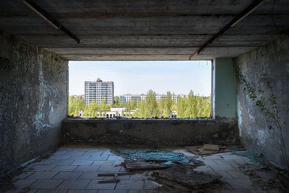 Uitzicht op de Verlaten Stad. van Roman Robroek