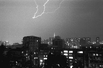 Gewitter über Tiflis von Jonathan de Ruyter
