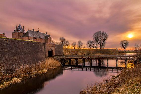 Zonsondergang bij slot Loevestein