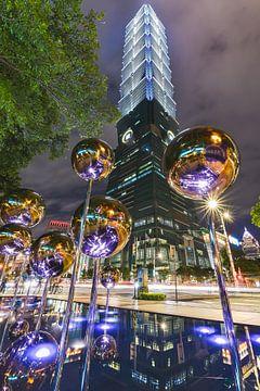 Taipei 101 at night van Andreas Jansen